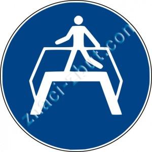Задължително използването на пешеходен мост