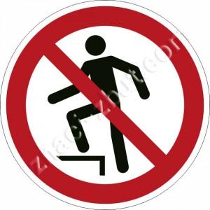 Забранено стъпването по повърхността