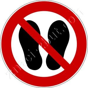 Забрането стъпването или стоенето на това място