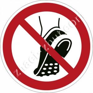 Забранено носенето на обувки с метални шипове